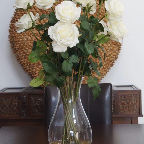 White lomg stem roses